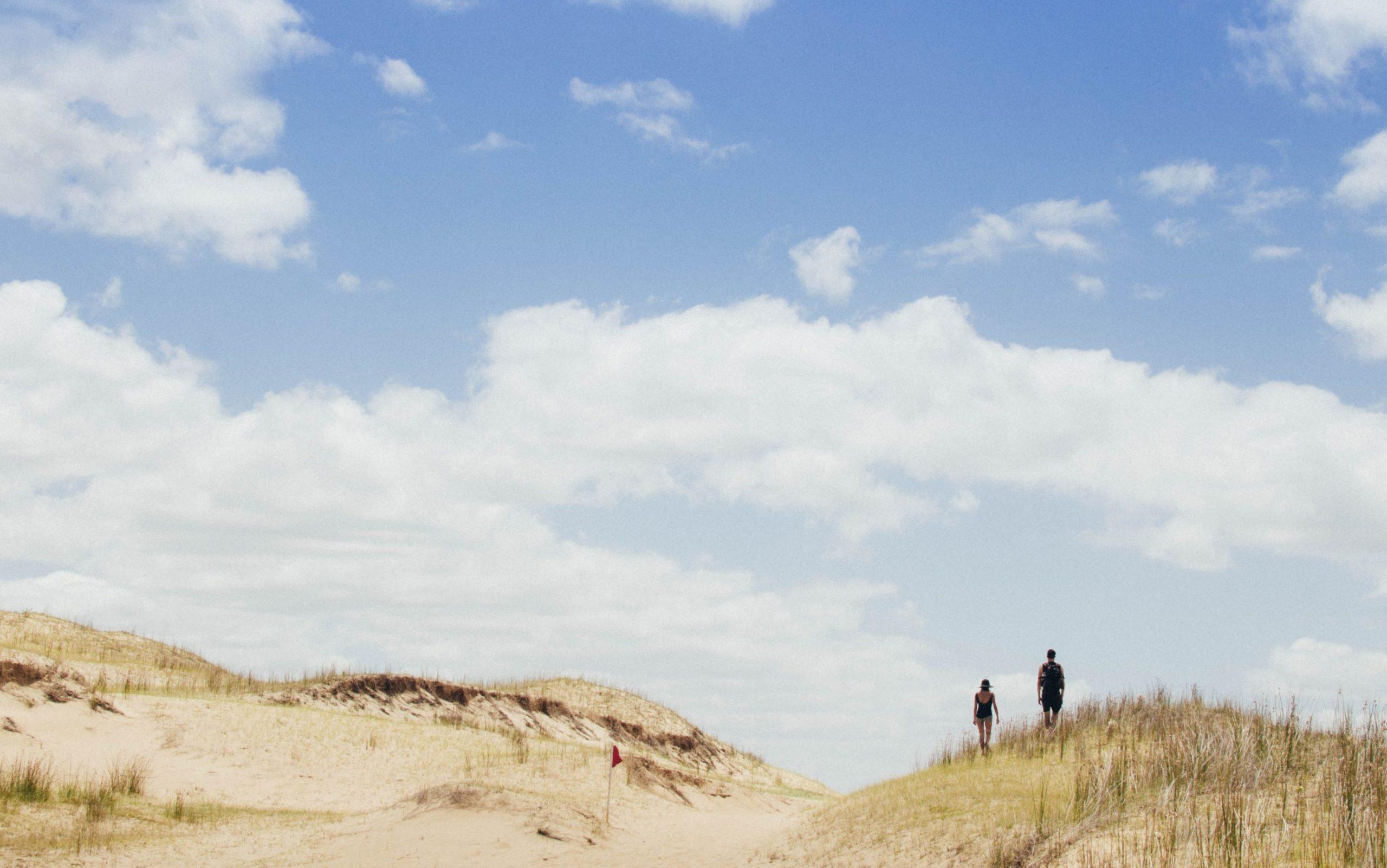 Einfach nicht mehr da - Menschen auf Dünen
